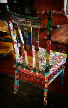 Furniture Hoes or Decoupage – Inspiration Gypsy Love Chair – What a … - Creative Upcycled Furniture Funky Furniture, Upcycled Furniture, Furniture Makeover, Painted Furniture, Furniture Stores, Furniture Outlet, Furniture Chairs, Dining Chairs, Antique Furniture