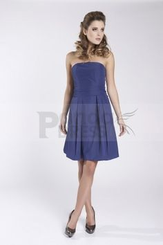Simpleness is the most classic style all the time. With a strapless A-line silhouette, this blue taffeta homecoming dress does not have too much decorations. The fitted bodice is just ended up with a line of bow tie which leads the draped skirt flowing down to the knee-length hemline naturally. It is finished with a zipper closure at back.
