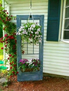 Vintage Garden Decor Ideas Vintage Garden Furniture can add a special point of convergence to your outdoor space such that no new piece can. Garden Yard Ideas, Garden Projects, Garden Hoe, Garden Crafts, Patio Ideas, Cottage Garden Plan, Cottage Gardens, Basket Vintage, Woodworking Shop Layout