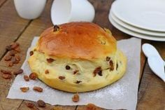 Perfect recipe for a sweet breakfast! Delicious raisin buns with a light and airy dough. Perfect recipe for a sweet breakfast! Delicious raisin buns with a light and airy dough. Bread Recipes, Cake Recipes, Dessert Recipes, Food Cakes, Sweet Breakfast, Breakfast Recipes, Breakfast Ideas, Pain Aux Raisins, Bun Recipe