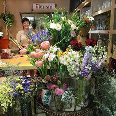 #instagramele #genial  En mi barrio hay una floristería genial. Se llama Laia Claramunt @laiaclaramunt  Me encantan las flores! Mis favoritas son las margaritas blancas