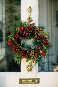Christmas Colors, Christmas Wreaths, Holiday Decor, Home Decor, Decoration Home, Room Decor, Home Interior Design, Home Decoration, Interior Design