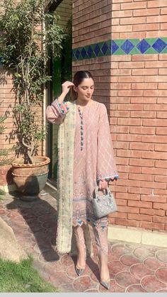 Pakistani Fancy Dresses, Pakistani Fashion Party Wear, Pakistani Dress Design, Pakistani Outfits, Women's Ethnic Fashion, Indian Designer Suits, Kamiz, Stylish Dresses For Girls, Ethnic Outfits