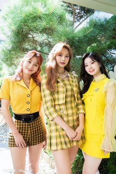 Nayeon, Kpop Girl Groups, Korean Girl Groups, Kpop Girls, Stage Outfits, Kpop Outfits, Kpop Mode, Jihyo Twice, Twice Kpop