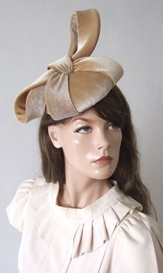 Hand Sewn Smartie Headpiece in Honey Beige / Nude colour. A smartie shaped base headpiece hand-blocked and hand Sewn in soft honey beige velvet and dressed with matching large stiffened velvet bow. Would compliment many colours of neutrals, including gold colour outfits. Outfit ideas for Autumn Wedding Guests. What to wear to an Autumn Wedding. What to wear for a Winter Wedding. Winter wedding Mother of the Bride Hat. Neutral colour fascinator. Neutral colour hat for a Winter Wedding… Races Fashion, Winter Fashion Outfits, Gold Colour, Nude Color, Mother Of The Bride Hats, Winter Horse, Wedding Hats, Outfit Combinations, Colourful Outfits