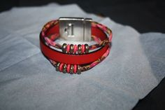 Bracelet multi-rangs en cuir rouge et ruban liberty
