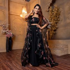 Indian Gowns Dresses, Indian Fashion Dresses, Dress Indian Style, Indian Designer Outfits, Indian Wear, Indian Outfits, Sharara Designs, Kurti Designs Party Wear, Lehenga Designs