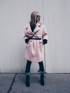 Pink me Up - POSCHSTYLE. Black sweater+fringed denim+black lace-up ankle boots+blush wool coat+brown shoulder bag+black belt+black round sunglasses. Fall Outfit 2016