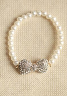 pearl bow bracelet