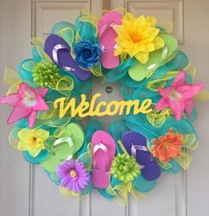 Flip-flop Wreath with 6 Colorful Flip-flops Wooden