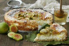 Torta Smeralda, con fichi, miele e ricotta. Folla dal cuore cremoso con ricotta, fichi e miele. Ricetta semplice di stagione.
