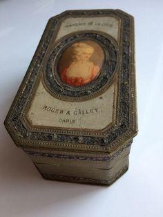 """Currently at the #Catawiki auctions: """" Souvenir de la Coeur """" by Roger & Gallet / Paris -  Vintage Perfume Box, Fr..."""