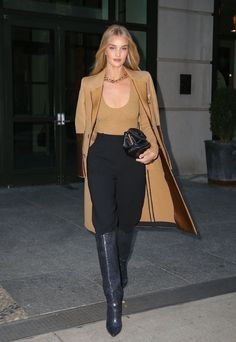 street style women inspiration models off duty, street style women outfits fashion trends Classy Outfits, Chic Outfits, Fall Outfits, Fashion Outfits, Womens Fashion, Fashion Trends, Image Fashion, Look Fashion, Daily Fashion
