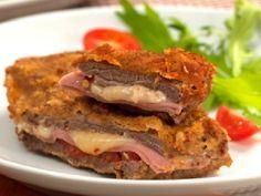 Surpreenda a sua família e os seus convidados com o delicioso Bife à Milanesa Recheado. Ele é delicioso, fácil de fazer e vai agradar a todos! Veja Também: