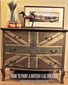 meg made designs: Painting a Union Jack/British Flag on a dresser tutorial. I love the washed-out look; maybe use US flag? Paint Furniture, Furniture Projects, Furniture Makeover, Home Projects, Furniture Design, Union Jack Dresser, Union Jack Decor, Make Design, Furniture Inspiration