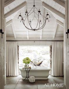 lighting for the bathroom // luminaire pour la salle de bain #chandelier