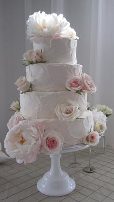Vintage Wedding Cake, pinks Will need at least 4 tiers for around 180 guests