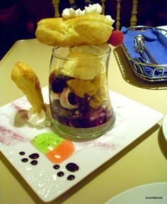 -Cheshire Cat Parfait from Alice in Wonderland Cafe in Shinjuku, Tokyo, Japan (back view) 2/4  -新宿のアリスのカフェからチェシャ猫パフェです!後ろです。2/4