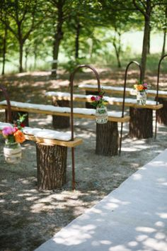 Un matrimonio bucolico e coloratissimo Outdoor Wedding Seating, Wedding Bench, Ceremony Seating, Outdoor Wedding Decorations, Farm Wedding, Garden Wedding, Outdoor Weddings, Lilac Wedding, Wedding Bouquets