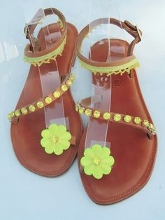 Perfect for those sunny, summer days. Handmade Leather, Summer Days, Leather Sandals, Sunnies, Shoes, Fashion, Moda, Zapatos, Sunglasses