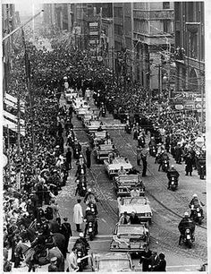 Toronto Maple Leafs Victory Stanley Cup Parade on it's way up Bay St. to City Hall in Six hundred police lined the route at arm's length to control the jubilant hockey fans Toronto Ontario Canada, Toronto City, Maple Leafs Hockey, Canada Eh, Canadian History, Of Montreal, Toronto Maple Leafs, Stanley Cup, Old Photos