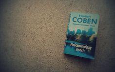 """Nie znoszę czytać książek ze środka serii. Lubię wiedzieć jak się wszystko zaczęło, obserwować jak bohater się rozwija i dorasta, jak zmienia się (lub nie) sposób narracji… Po książkę Harlana Cobena sięgnęłam więc nie z rozmysłem, a przypadkiem – koleżanka zabrała ją ze sobą na Maderę. W ostatnim dniu naszego pobytu zaczęłam czytać """"Najczarniejszy strach"""", czekając na transport na lotnisko. Zaczęłam i wsiąkłam."""