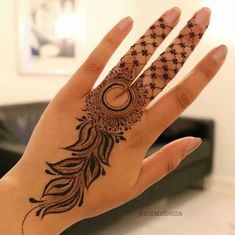 Explore latest Mehndi Designs images in 2019 on Happy Shappy. Mehendi design is also known as the heena design or henna patterns worldwide. We are here with the best mehndi designs images from worldwide. Modern Henna Designs, Latest Henna Designs, Mehndi Designs For Beginners, Henna Designs Easy, Beautiful Henna Designs, Mehandhi Designs, Beautiful Patterns, Finger Mehendi Designs, Mehndi Designs For Fingers