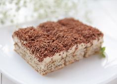 Easy no bake chestnut cake. Delicious, moist goodness - Food and drinks interests Fancy Drinks, Fancy Desserts, No Bake Desserts, Just Desserts, Romanian Desserts, Romanian Food, Croatian Recipes, Hungarian Recipes, Best Dessert Recipes
