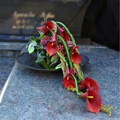 Contemporary Flower Arrangements, Creative Flower Arrangements, Funeral Flower Arrangements, Funeral Flowers, Floral Arrangements, Flower Box Gift, Flower Boxes, Grave Decorations, Flower Decorations