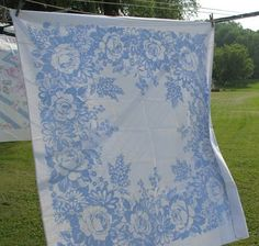 can't tell if this vintage tablecloth is printed or damask... but it is lovely!