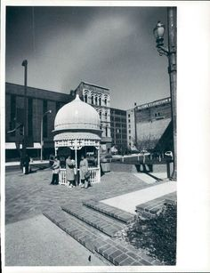 Gazebo near McKay Tower (Flanagan's is in the background) - May 5, 1981