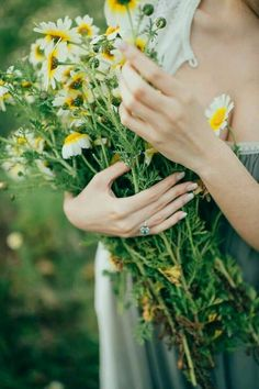 Garden Flowers - Annuals Or Perennials Emerald Engagement Ring A Very Beloved Wedding Photo: Manuela Kalupar Holding Flowers, Love Flowers, Wild Flowers, Beautiful Flowers, Floral Flowers, Destination Wedding Planner, Flower Quotes, Wild Nature, Champs