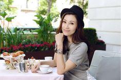 造型打扮一向優雅成熟的李嘉欣,早前到巴黎出席愛彼錶全新千禧系列女裝腕錶的慶祝活動,既戴上新系列的18K白金腕錶亮相,亦為 ...