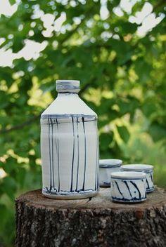 assiette faience de moustiers sign lallier pour collection trou e suspendre bleu de. Black Bedroom Furniture Sets. Home Design Ideas