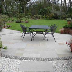 Patio Garden Ideas Uk, Brick Garden, Garden Floor, Garden Paving, Circular Garden Design, Circular Patio, Patio Slabs, Paved Patio, Stone Patio Designs