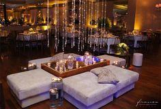 Casamento l Espaço Buffet França l Decoração Fernanda Rocco Eventos l Lounge Moderno l Nicho Espelhado l Lounge com chuva de cristais l Lounge com cristal l Lounge com velas