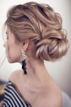 20 Wedding Hairstyles from Tonya Stylist You'll Love | Roses & Rings | Weddings, Fashion, Lifestyle + DIY #weddingmakeup