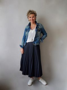Skirt Outfits, Dress Skirt, Lace Skirt, Midi Skirt, Pleated Skirts, Mode Ab 50, 50 Fashion, Womens Fashion, Mode Style
