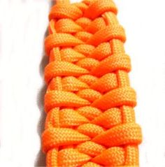 Bug belly bar-The Bug Belly Bar is very similar in appearance to the Trilobite Knot.     It makes a great key ring design, especially if you make it with brightly colored Paracord material, as I did in the images.    This decorative knot can also be used to make bracelets, purse straps, cell phone loops, dog collars and more.