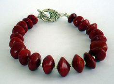 Bracelet graines d'église   Réalisable avec les perles graines nature de chez Perles & Co sur http://www.perlesandco.com/Bois_et_nature_Graines-c-2626_254_1923.html