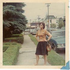 Vintage shots from days gone by! Vintage Family Pictures, Old Pictures, Old Photos, Vintage Photographs, Vintage Photos, Vintage Magazine, People Poses, Girls Slip, Vintage Polaroid