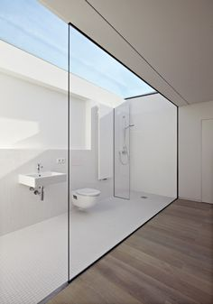 12 Outdoor Showers: This minimalist bathroom located in Hassen, Germany, was designed by Ian Shaw Architeckten. It looks to be outdoors, but perhaps it's fully enclosed, and simply open on top thanks to a clever skylight.