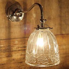 Nostalgische Wandlampe GRAMPA aus Belgien *Rustikal und charmant: Die Wandlampe mit dem rustikalen Glas 400 (dieses Glas ist momentan nicht lieferbar), hier mit Trafo im Wandteil für