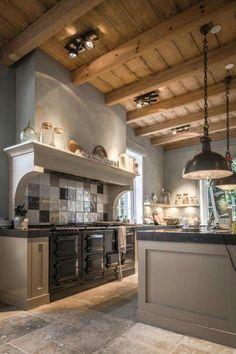 New kitchen cabinets makeover 2017 38 ideas Farmhouse Kitchen Decor, Home Decor Kitchen, Country Kitchen, Kitchen Interior, Rustic Farmhouse, Farmhouse Style, Kitchen Ideas, Farmhouse Garden, Kitchen Inspiration