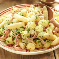Aardappelsalade met asperges en ham. Ik zou lekker gebakken spekjes gebruiken:)