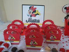 Lembrancinhas do mensário tema Minnie produzidas por Mônica Guedes