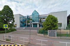 Esto era mi escuela, iba aquí cinco aňos, y entonces empecé a estudiar en Josefská. Me gustaba mucho.
