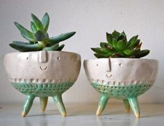 Most Popular Styles of Indoor Flower Pots : Handmade Tripod Bowl Planters Indoor Plant Pots Ideas Indoor flower pots come in many different styles, shapes, sizes, and materials.Plastic and clay are the most common materials used for indoor flower pots Indoor Flower Pots, Indoor Plant Pots, Potted Plants, Hanging Plants, Indoor Garden, Pots For Plants, Ceramic Pottery, Ceramic Art, Pottery Pots