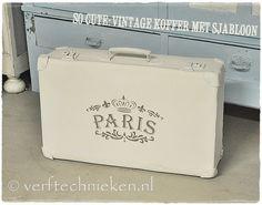 Oud koffertje met Shabby Chic Paris sjabloon - via verftechnieken.nl