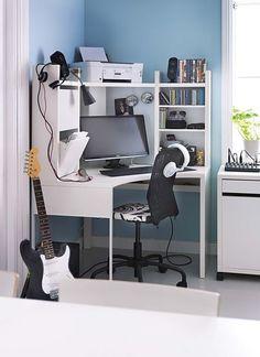 Roh místnosti vyplňuje pracovní stůl hudebníka. Na malé ploše je vše potřebné. Rohový díl za 2990 Kč. Work Desk, Office Desk, Ikea, Corner Desk, Furniture, Design, Home Decor, Bedrooms, Lifestyle